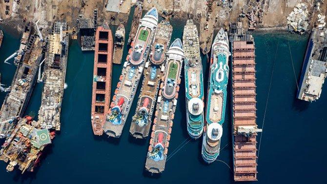 gemiler-parcalaniyor.jpg