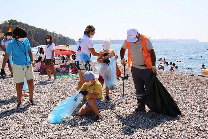 halk-plaji'nda-cevre-temizligi-001.jpg