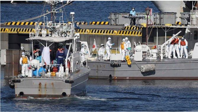 japonyada-yolcu-gemisinde.jpg