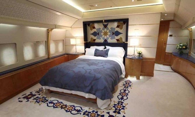 katar-emirligi'ne-ait-boeing-747-003.jpg