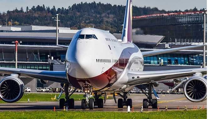 katar-emirligi'ne-ait-boeing-747.jpg