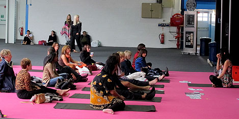 londra-fuar-yoga1a.20130511184551.jpg