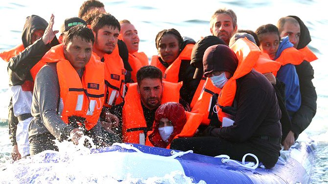 migrant-channel-by-boat-001.jpg