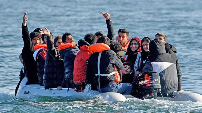 migrant-channel-by-boat.jpg