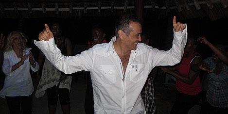mombasa-eglence-cem.20110503123501.jpg