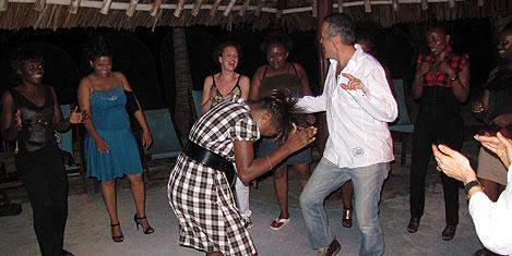 mombasa-eglence-cem2.20110503123534.jpg