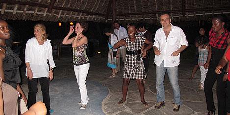 mombasa-eglence2.20110503123427.jpg
