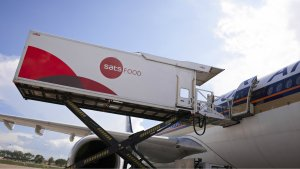 sats-loading-food-onto-an-airplane.jpg