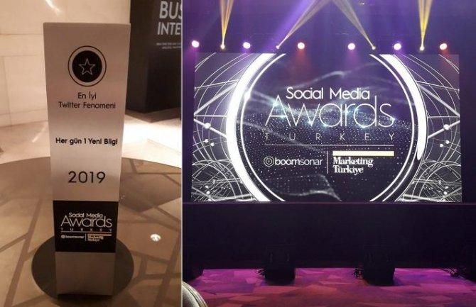 social-media-awards-.jpg