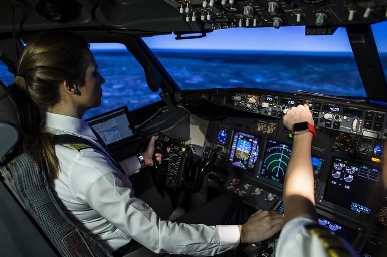 thy,-kadin-pilot--001.jpeg
