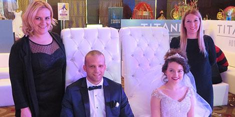 titanic-wedding4.jpg