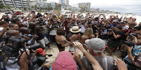 topless-protesto-1.20131223111300.jpg