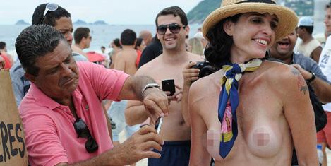 topless-protesto-6.20131223111320.jpg