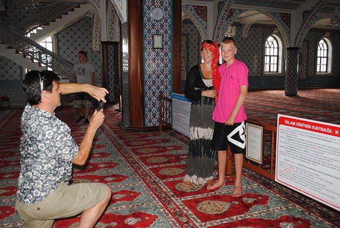 turistlerin-cami-ziyareti-001.jpg