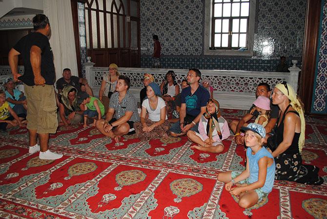 turistlerin-cami-ziyareti-002.jpg
