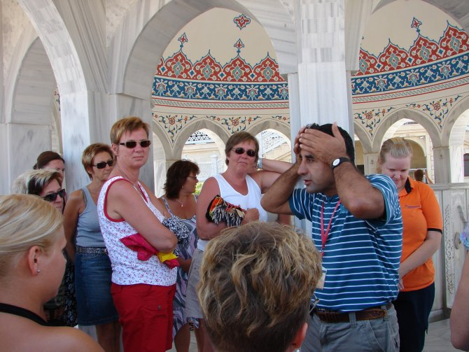 turistlerin-cami-ziyaretleri--001.JPG