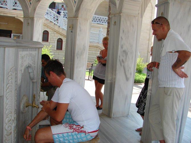 turistlerin-cami-ziyaretleri--002.JPG