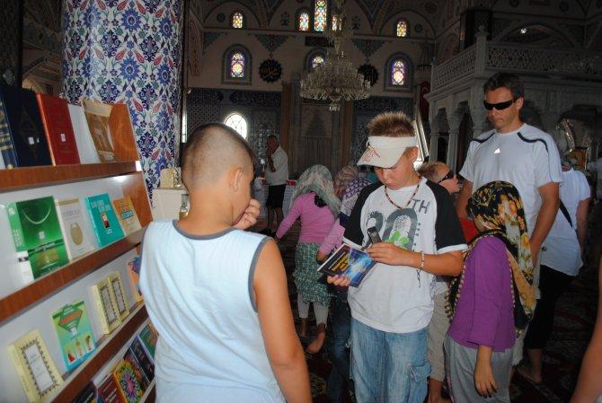 turistlerin-cami-ziyaretleri--003.jpg