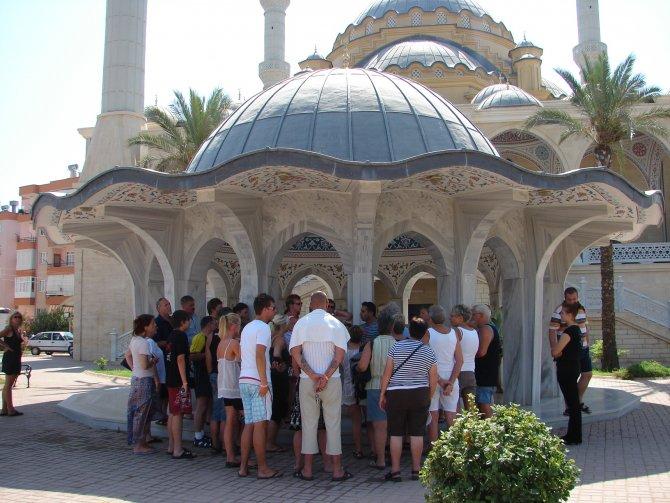 turistlerin-cami-ziyaretleri-.JPG