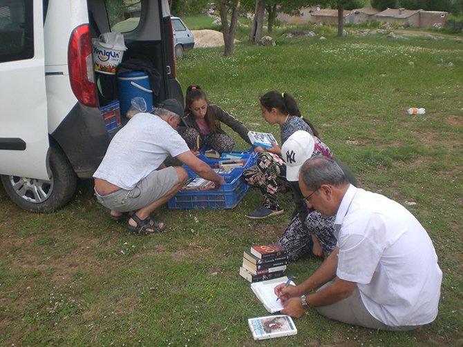 turistlerin-kitap-okumalari.jpg
