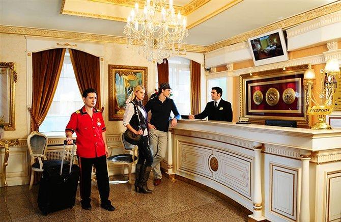 turizm-calisanlari-personel-001.jpg