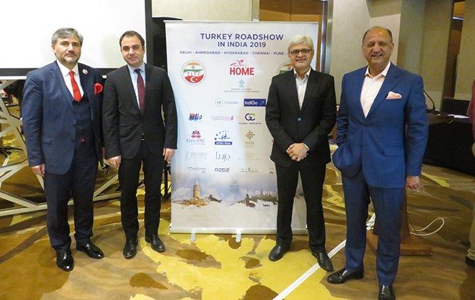 turk-turizmciler-ahmetabad.JPG