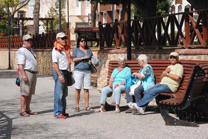 yasli-turistler-002.jpg