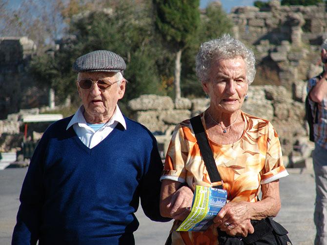 yasli-turistleri--001.jpg